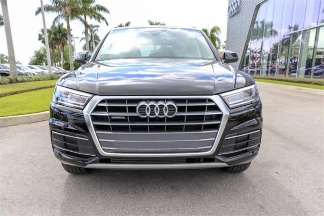 2019 Audi Q5 black 1