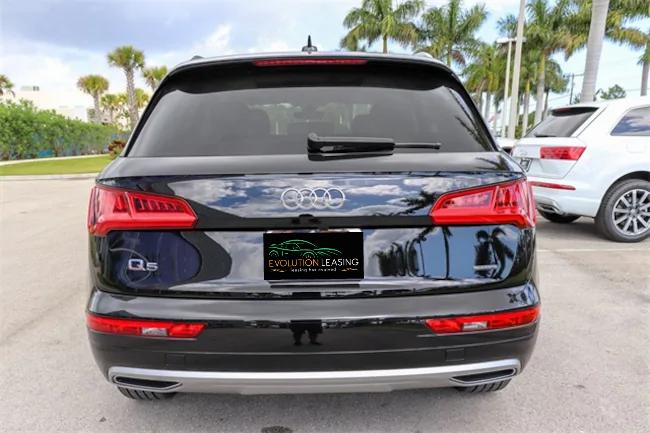 2019 Audi Q5 black 4
