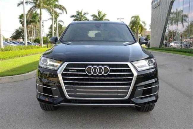 2019 Audi Q7 black 1