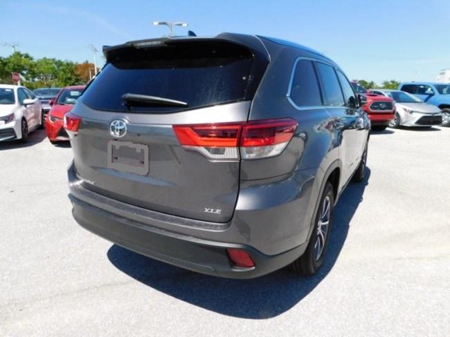 2019 Toyota Highlander gray 4
