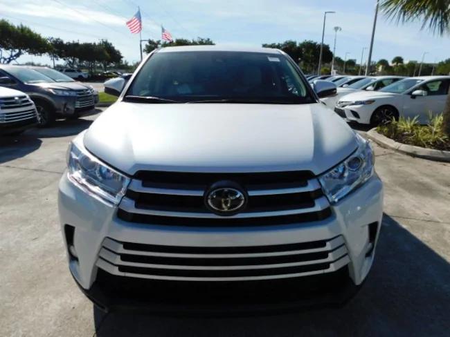 2019 Toyota Highlander white 1