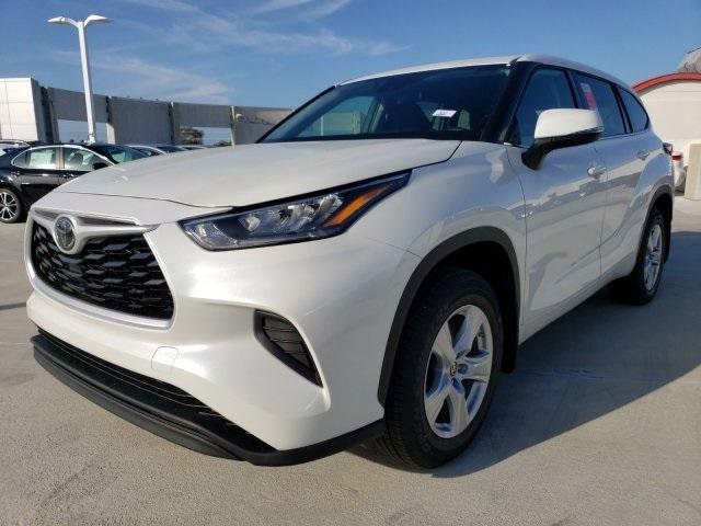 2020 White Toyota highlander 1
