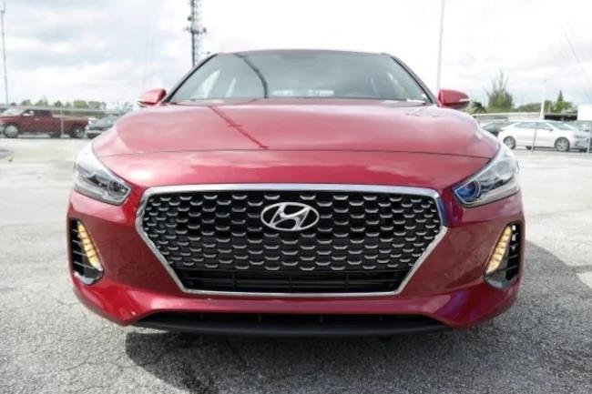 2019 Hyundai Elantra GT red 1